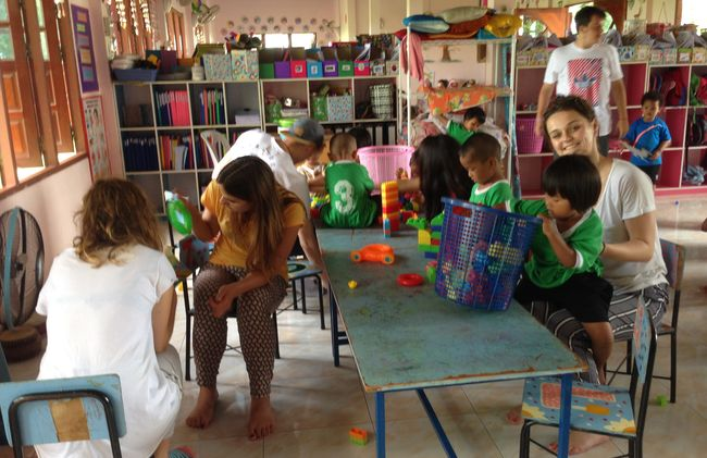 /projects/volunteering-solutions-two-week-volunteer-program-surin-thailand/