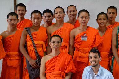 /projects/love-volunteers-teach-english-buddhist-monks-bangkok-thailand/